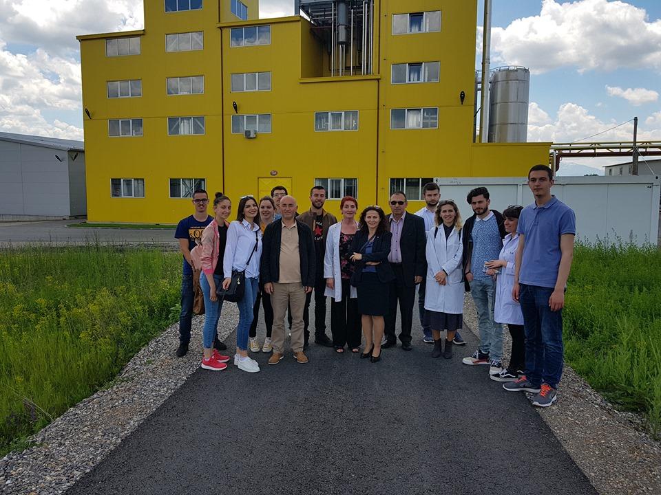 """Studentët e Shkencave të Ushqimit vizitojnë kompaninë """"Fluidi"""" në Gjilan"""