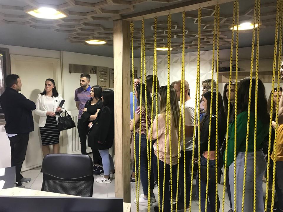 """Studentët e MBE-së vizitojnë kompaninë """"Loni Dektor"""" në Mitrovicë"""