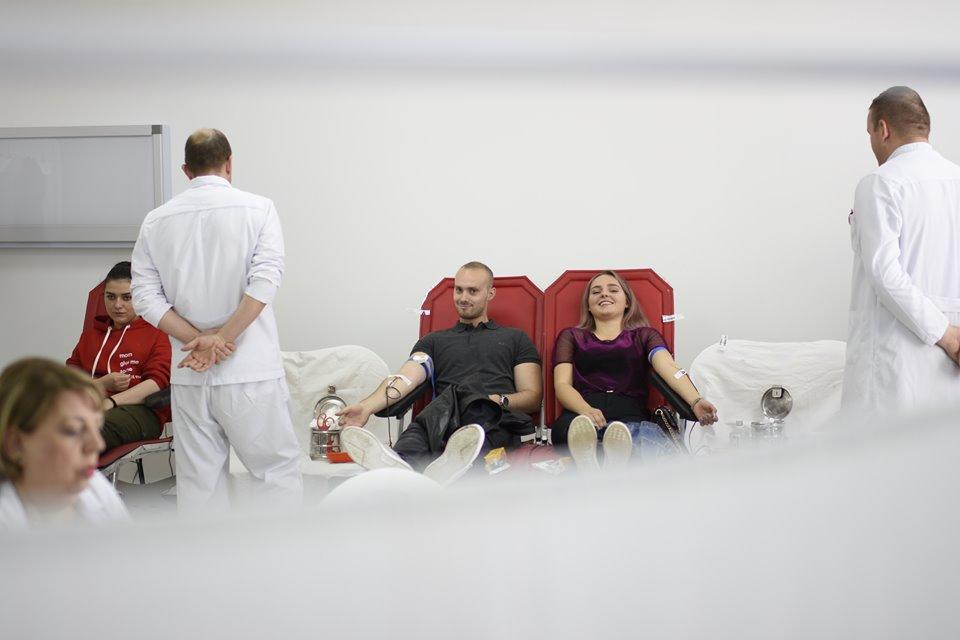 Stafi dhe studentët e UBT-së i bashkohen aksionit për dhurim vullnetar të gjakut