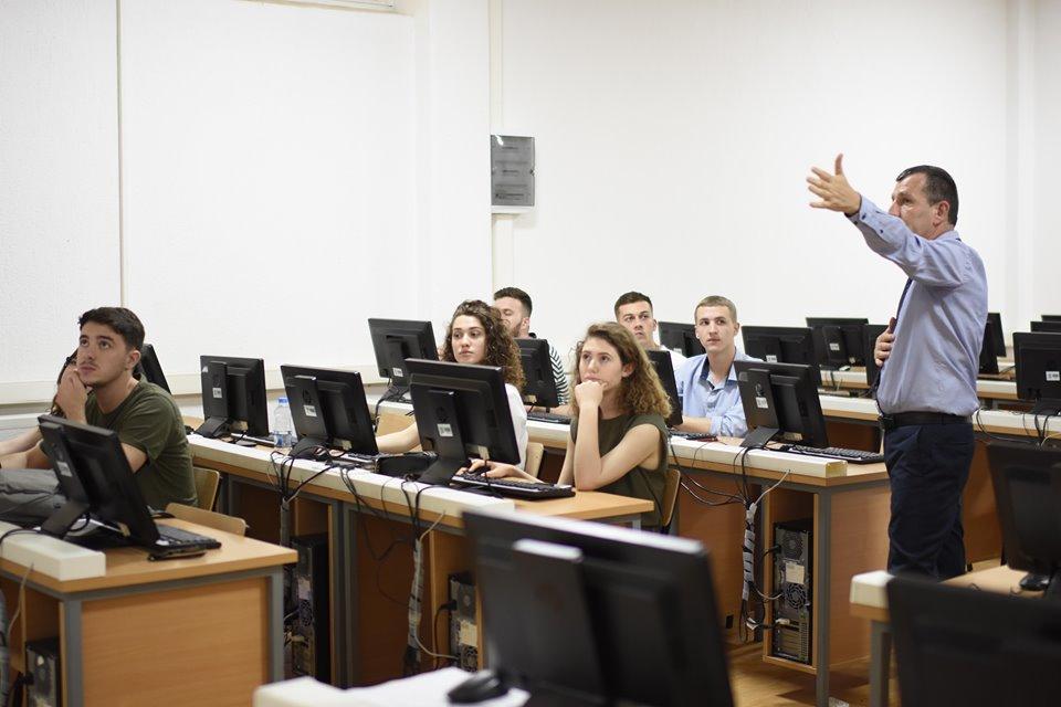 """Arsim Zeka nga Expert Group u ligjëroi studentëve të UBT-së mbi përdorimin e programit """"Expert"""""""