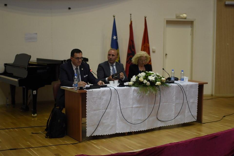 """Rektori Hajrizi mori pjesë në konferencën shkencore, """"Kosova 20 vjet liri dhe përpjekje"""""""