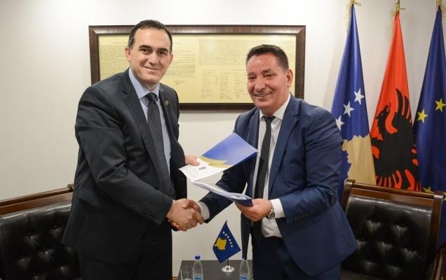 UBT nënshkruan marrëveshje e bashkëpunimit me Ministrinë e Infrastrukturës dhe Transportit