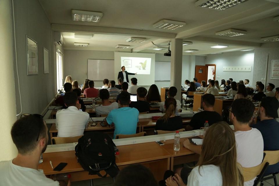 Akademitë verore sjellin në UBT profesionistë të fushave të ndryshme