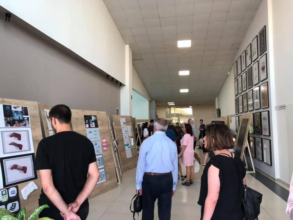 """Studentët e Dizajnit të Integruar mbajtën ekspozitën """"All About Good Design"""""""