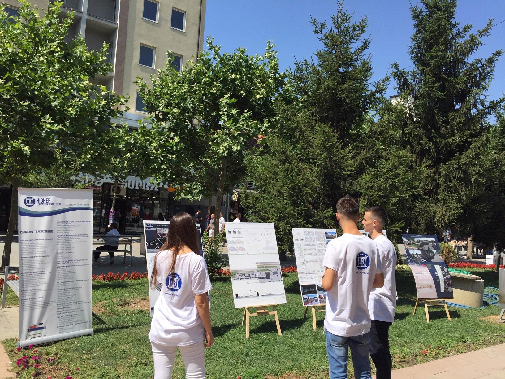 """Studentët e UBT-së hapën ekspozitë në manifestimin """"Ditët e Diasporës"""" në Ferizaj"""