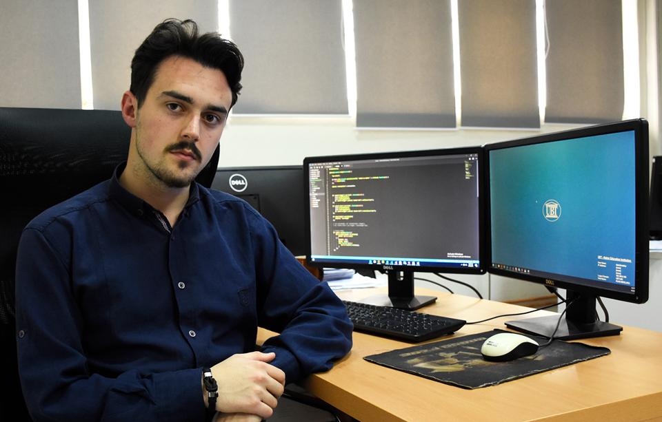 Studenti Rijad Bivolaku, tash i punësuar në UBT