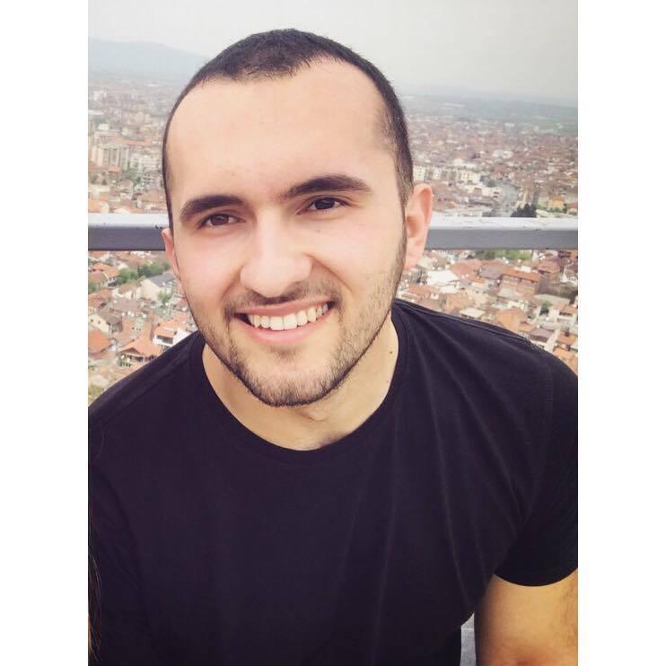 """Ish-studenti Gezim Xhabiri i punësuar në kompaninë """"Exclusice Group"""""""
