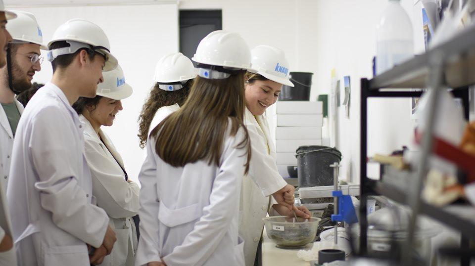 UBT, qendër e laboratorëve testues në rajon