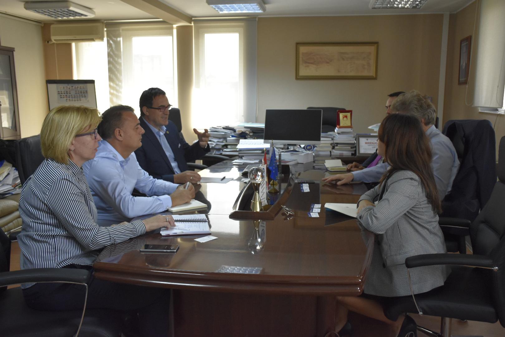Zv. ambasadori gjerman dhe përfaqësuesja e OEGJK-së vizituan UBT-në