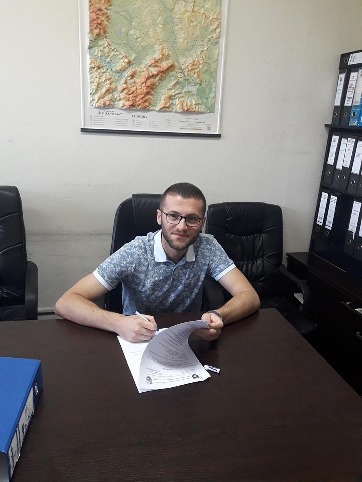 Studenti i Politikave Publike, Ardit Konjufca punësohet në Kuvendin komunal të Ferizajt