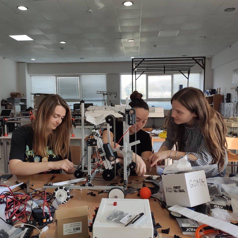 Ekipi përfaqësues i Kosovës po vazhdon përgatitjen për garën e robotikës që mbahet në Dubai