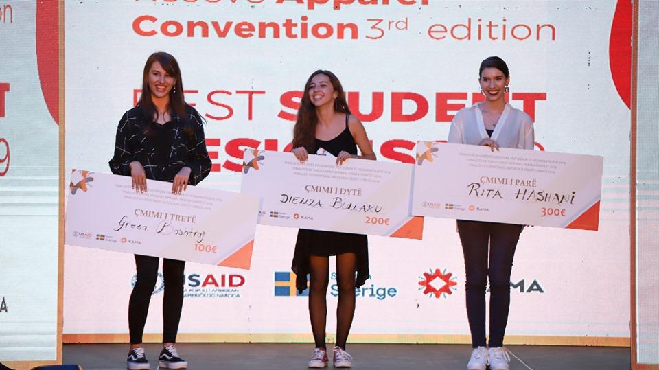 Studentet e UBT-së marrin të gjitha çmimet në garën e Konventës së Veshmbathjeve