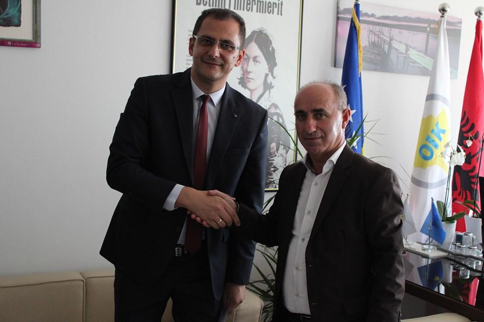UBT nënshkruan marrëveshje bashkëpunimi me Odën e Infermierëve të Kosovës
