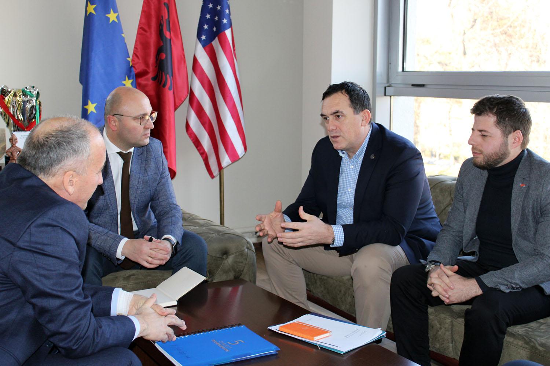 """Rektori Hajrizi dhe kryetari Muhaxheri diskutojnë për aplikimin e konceptit """"Smart City Kosova"""""""