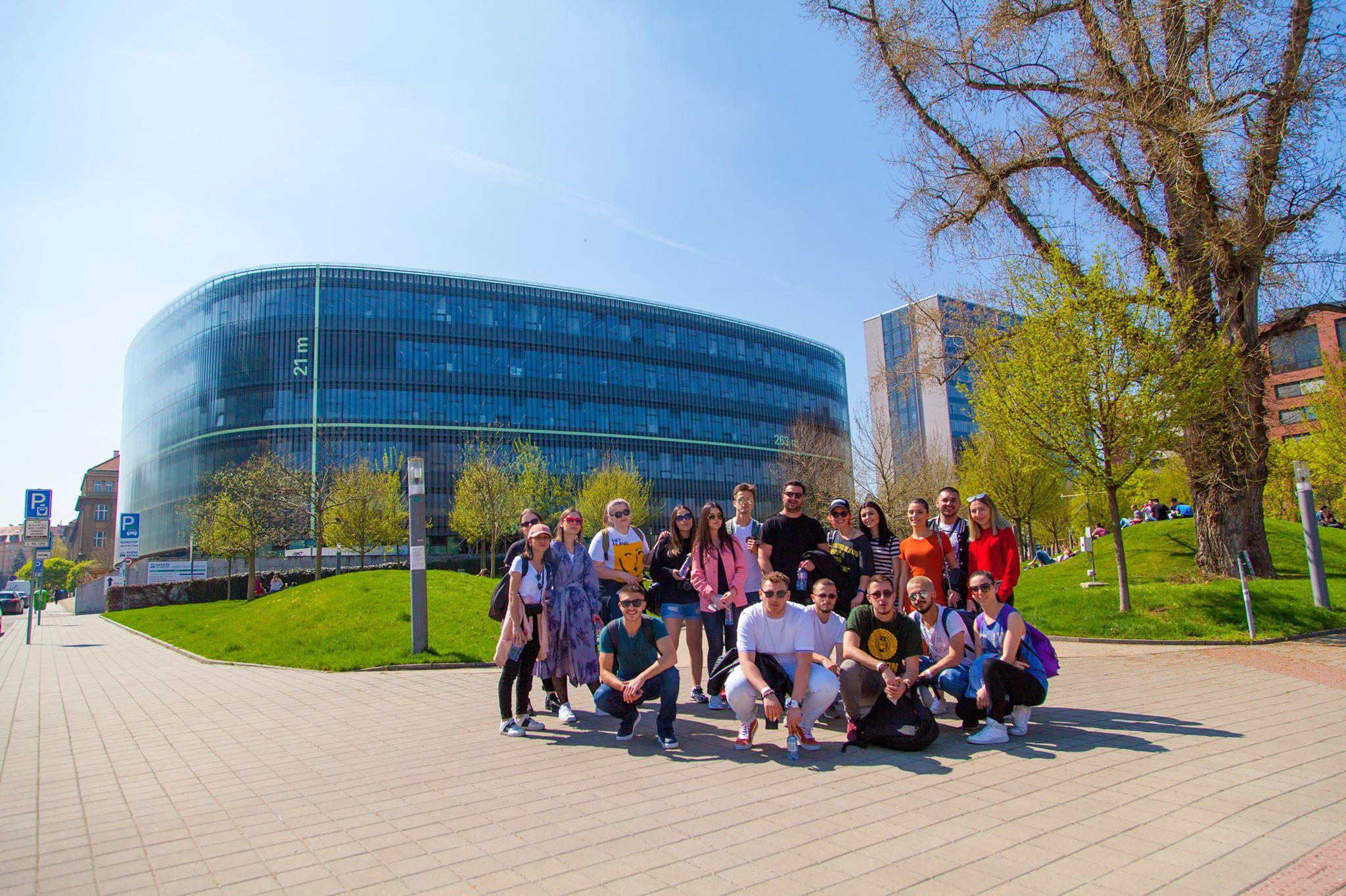 Studentët e UBT-së përfitojnë bursa studimi falë partneritetit me universitete nga bota