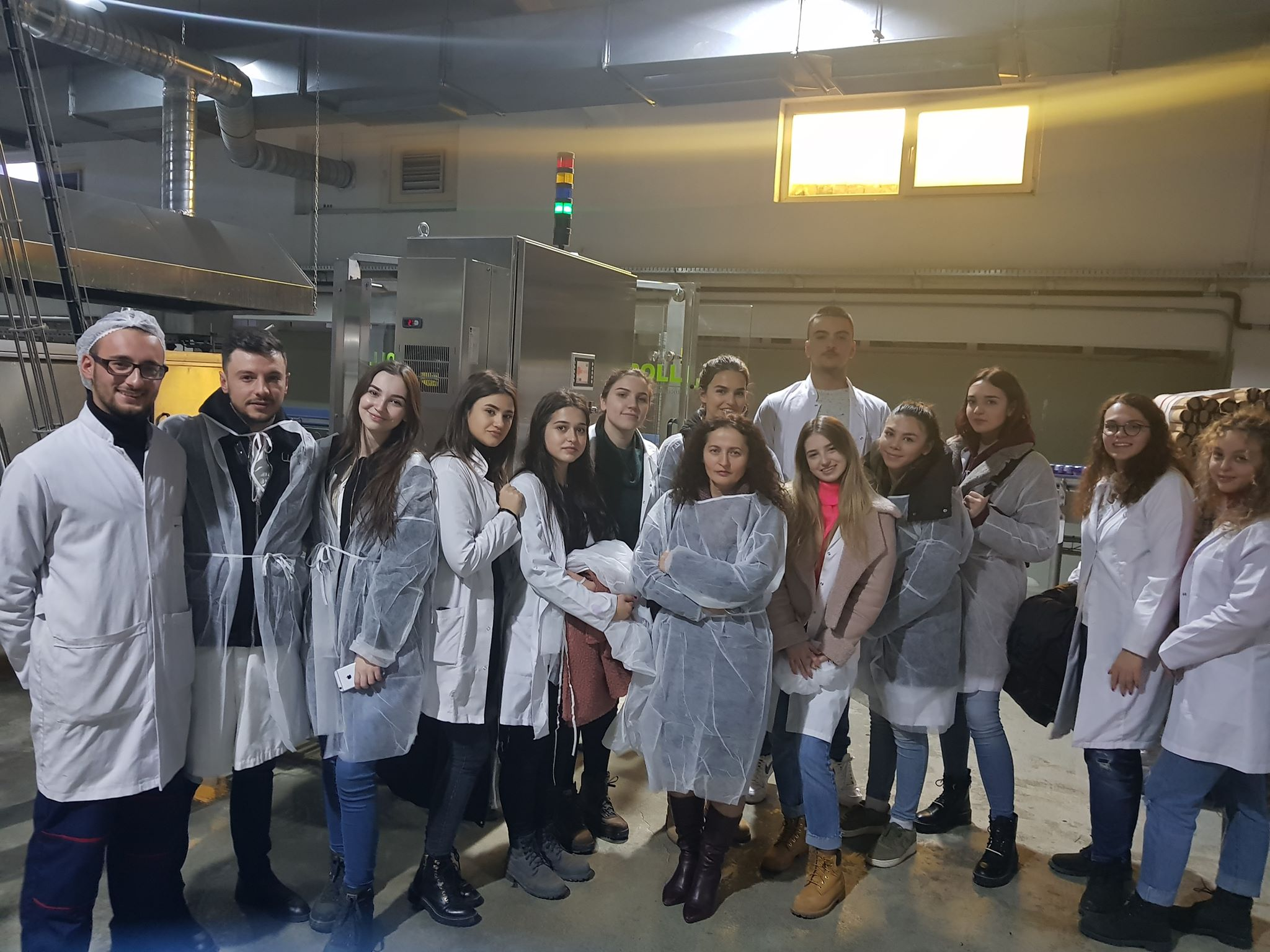 """Studentët e Shkencave të Ushqimit dhe Bioteknologjisë realizuan vizitë studimore në fabrikën """"Frutex"""""""