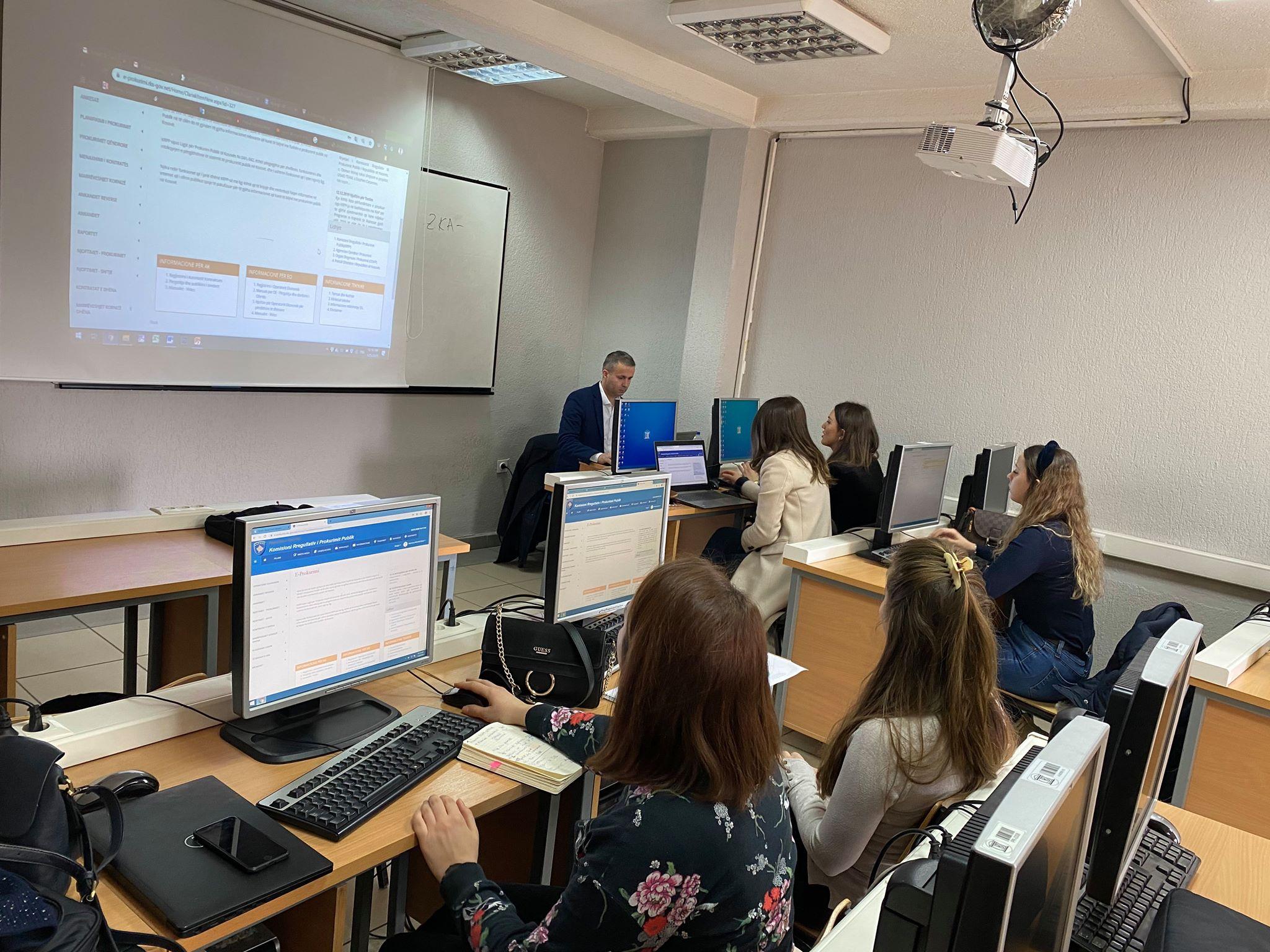 Studentët e MBE-së përfitojnë njohuri të reja për Prokurimin Publik dhe Privat