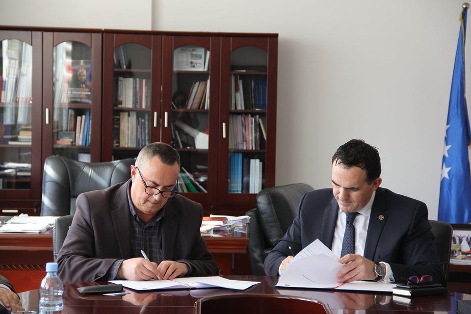 UBT nënshkruan marrëveshje bashkëpunimi me Komunën e Istogut