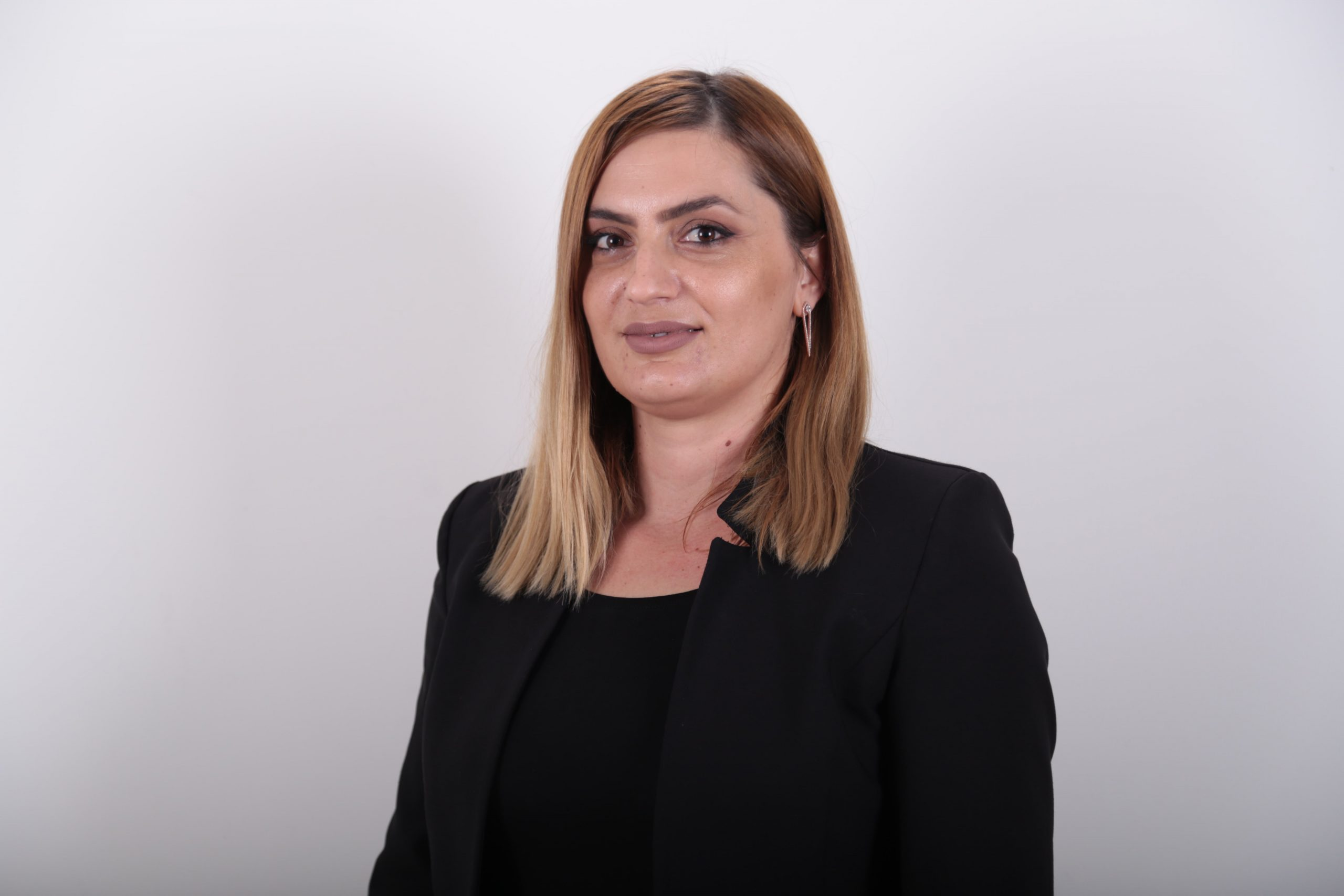 Mirlinda Selimaj - Kolmetaj