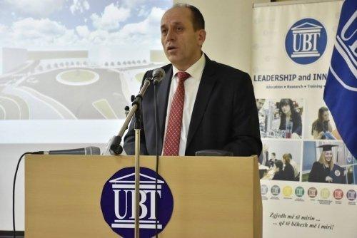 """Ministri Ferat Shala mbajti ligjëratë tematike në UBT për """"Sfidat e mjedisit në Kosovë"""""""