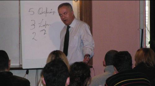 Profesori Engelbert Selenko sjell pervojat me te mira per edukim dhe ndermarresi